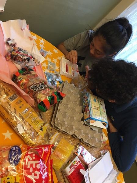 ホストファミリー宅に日本のお菓子をプレゼント♪