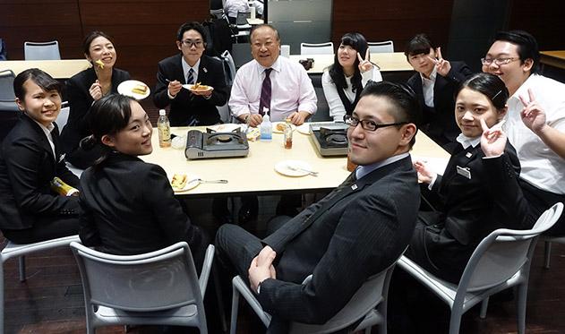 川辺先生とレストラン同好会の皆と飛び入り参加の高橋さん