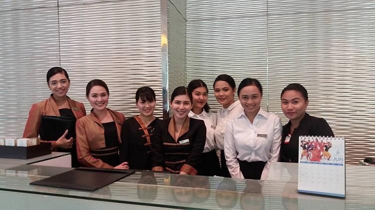 フィリピンホテル研修 マニラ・ベルビューホテル 研修生と現地スタッフ(2016年度)