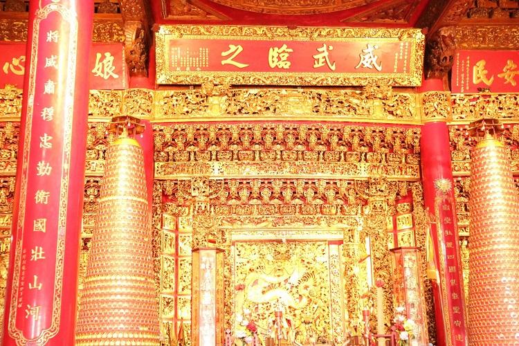 台湾の寺の内部