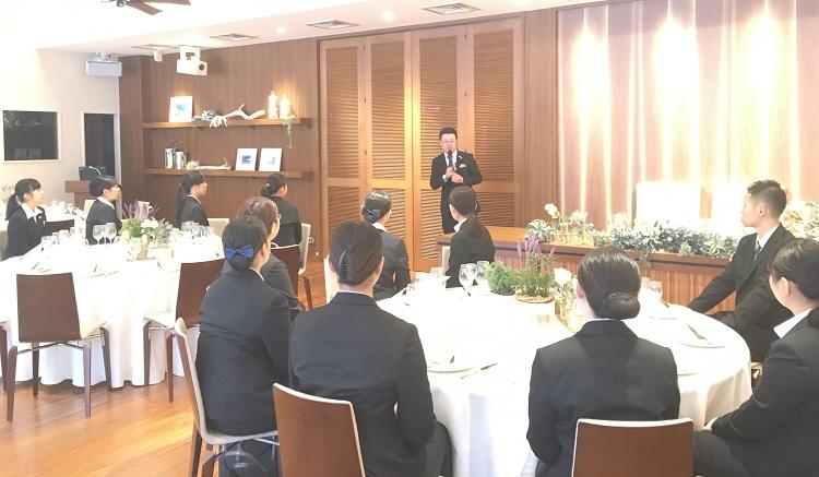 リビエラ東京 サービス部 統括マネージャー 有岡和則様による講義