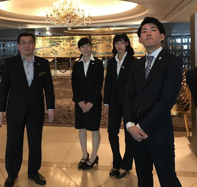 ホテル インターコンチネンタル 東京ベイの人事・総務部 担当部長 角野弘樹様(左)に見学のアテンドをしていただきました