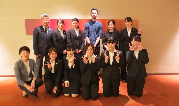 ヒルトン東京にて、人事事業部 次長 福岡紀枝 様と集合写真