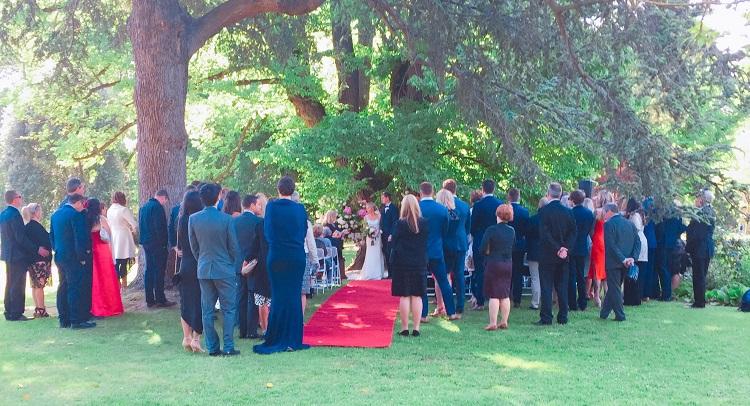 この日は、オージーカップルの結婚式でした。まるで映画のワンシーンのような素敵な式でした!