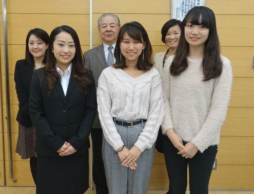 日本語部門出場の学生と指導されている先生たち