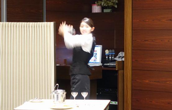 中村さんのカクテル作成。見事なパフォーマンスでした!