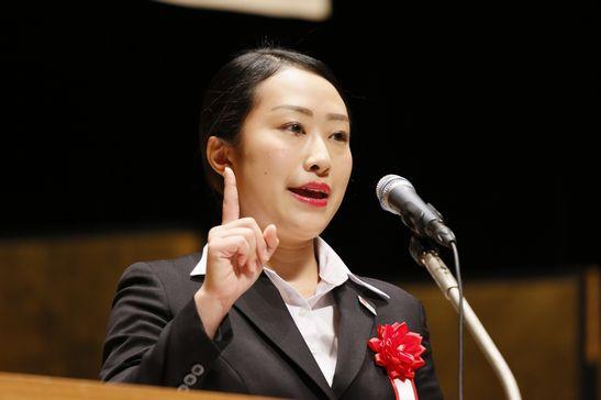 小島先生は中村友海さん(東京都立富士森高校出身)の弁論が「独創的で面白く、強く印象に残っている」とコメントされました。