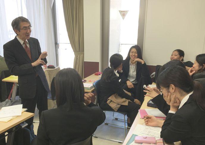 川辺先生と共に俳優陣に所作指導に行かれている堀籠克明先生