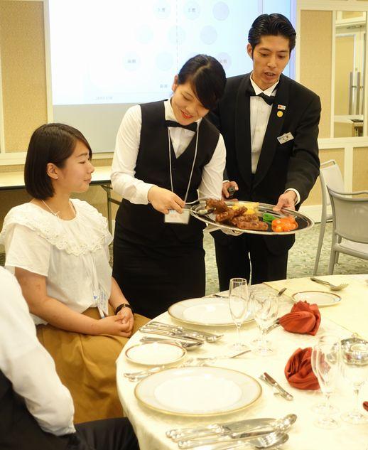 レストランサービス★トレイ&ウォーターサービス体験!