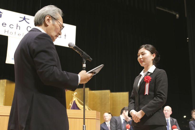 見事、最優秀賞に輝き、校長先生から表彰を受けました!