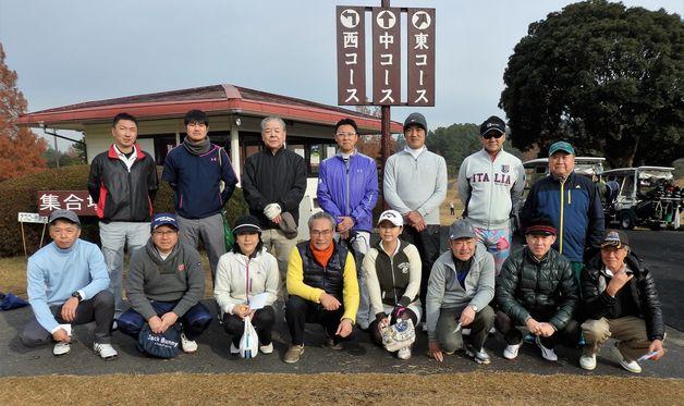 年2回、春と秋にゴルフコンペを開催、年1回の懇親会を行います