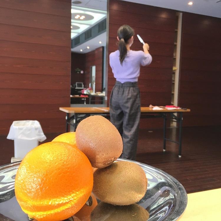 練習風景 オレンジ&キウイのカービング