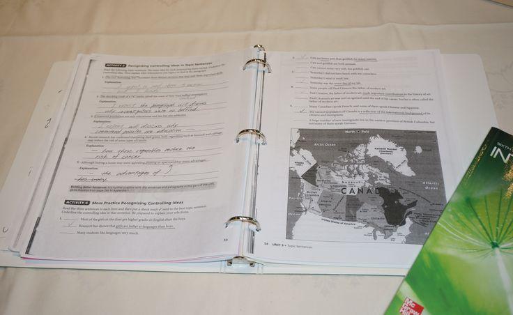 実際に現地で使っていた教科書と三つ穴ファイル