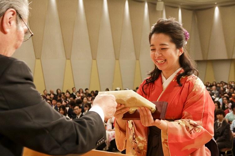 最優秀学生賞受賞 夜間部ブライダル科 勝見 楓さん(神奈川県立大和高校出身)「海外留学中のブライダル施設での実習は私にとって貴重な経験になりました」