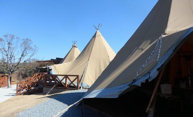 ホテル敷地内にある大型テント。バーベキューなど屋外レジャー用