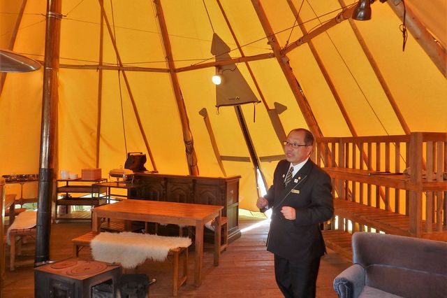 卒業生でありホテル総支配人の藤本氏にご案内いただきました
