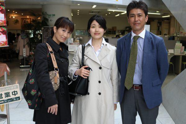 「サービス研究会に入り、HRSサービスコンクールに出場したいです!」<br/>「人生を楽しんでほしい」とお父様<br/>「自分の力を信じて進んで行ってください」とお母様<br/>昼間部ホテル科<br/>菅原 実来さん<br/>京華女子高校(東京)出身