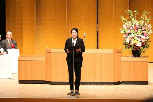 留学生 昼間部ホテル科2年 金元希さん 「ドラマ『花より男子』を観て、日本の文化を学びたいと思った。日本ホテルスクールの強みは3回のホテル実習だと思う。大変でしたが、とても良い経験になりました。」