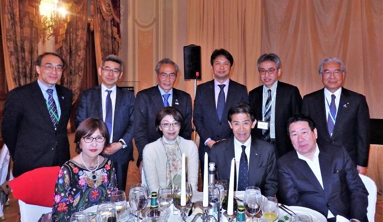 サンクトペテルブルグ、タレオンホテルで開催された行政・観光関係代表団の全体夕食会(後列左から3番目=石塚勉理事長)