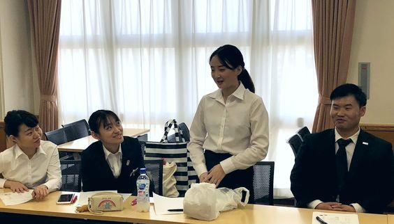 留学生たちが、ランチを持ち寄って集まりました!