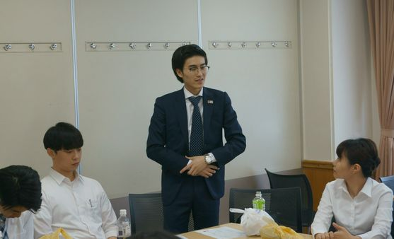色々な国の留学生たちが日本語で自己紹介をしました