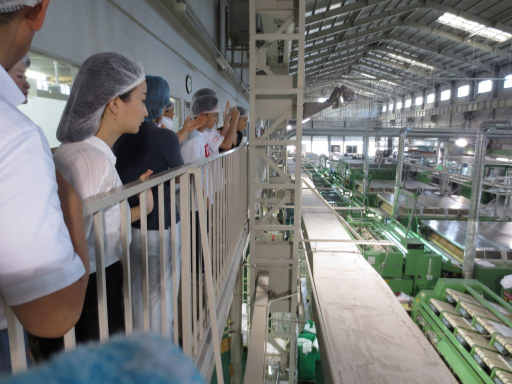 工場全体を上から見学