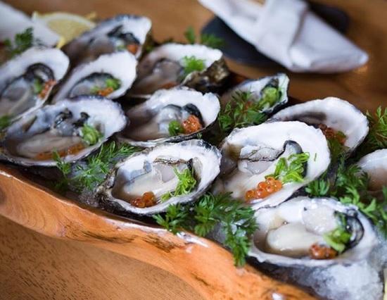 こちらも人気の生牡蠣