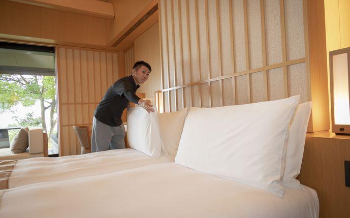 ハウスのスーパーバイザーを勤める横山さん(2010年卒)。前職はアマン東京。フロント・ベル経験も活かしマルチにこなします。