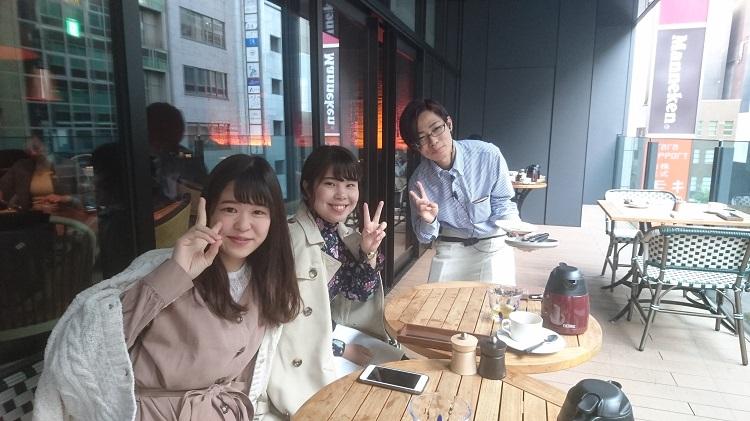 写真右 2017年3月昼間部ホテル科卒業 加藤凌次さん(神奈川県立上溝高校出身)と一緒に