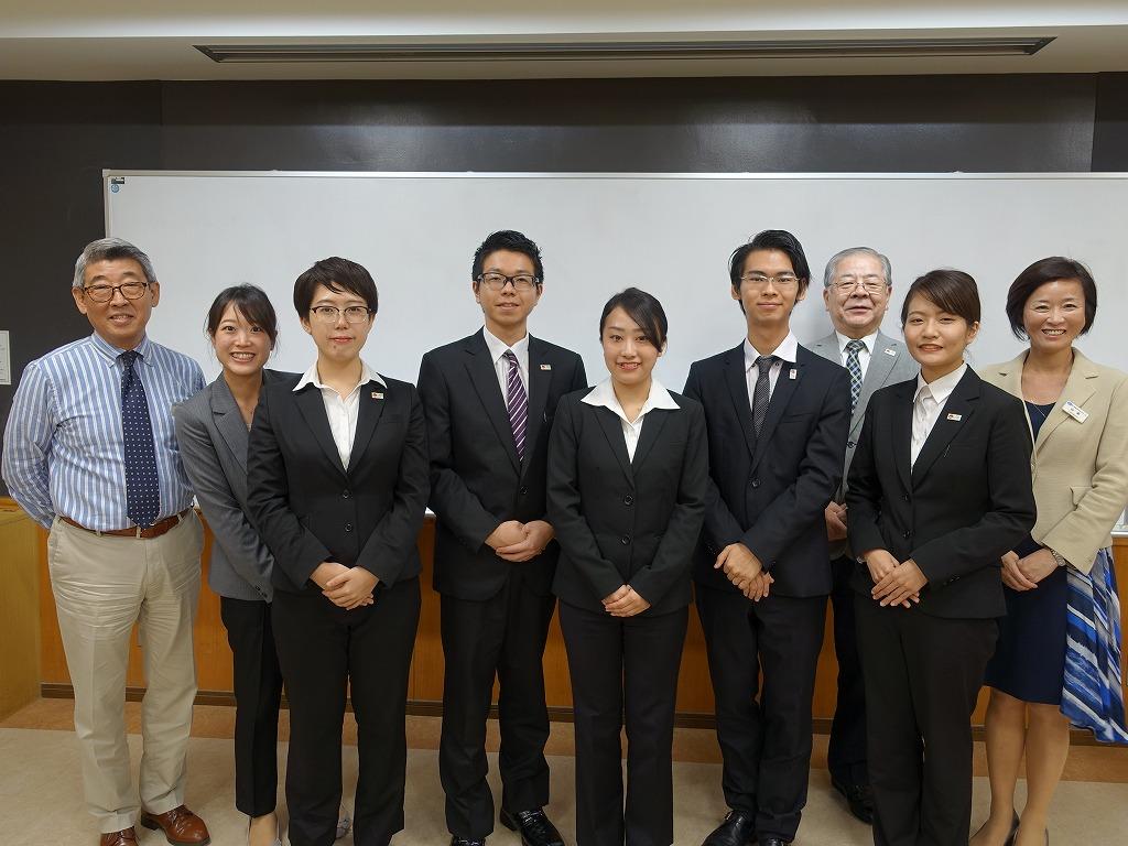 日本語部門参加者と練習担当の先生で記念撮影