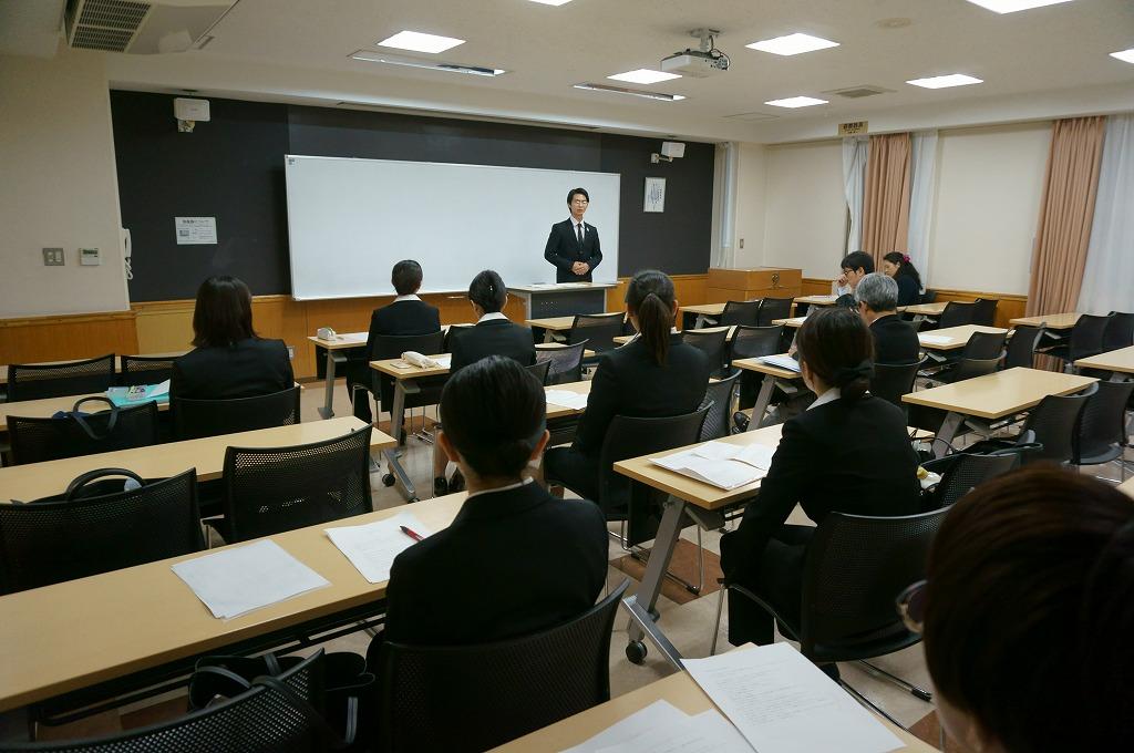 他の代表者、先生の前で発表しました
