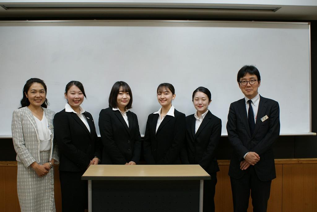 英語部門参加者と英語部門担当の先生で記念撮影