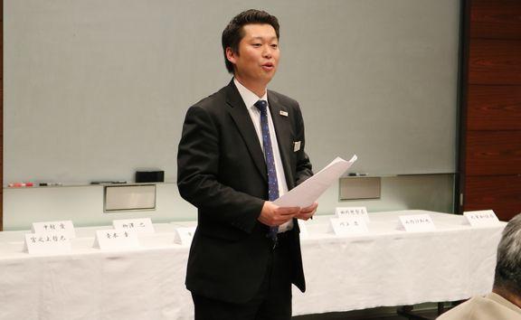 昨年のコンクールで講評を行う島田先生