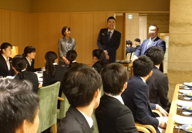 仕事の魅力について熱ーく語ってくれました!磯崎宏明さん HK スーパーバイザー 2009年3月卒、渡邊彩佳さん エグゼクティブラウンジサーバー 2017年3月卒(ウェスティンホテル東京)