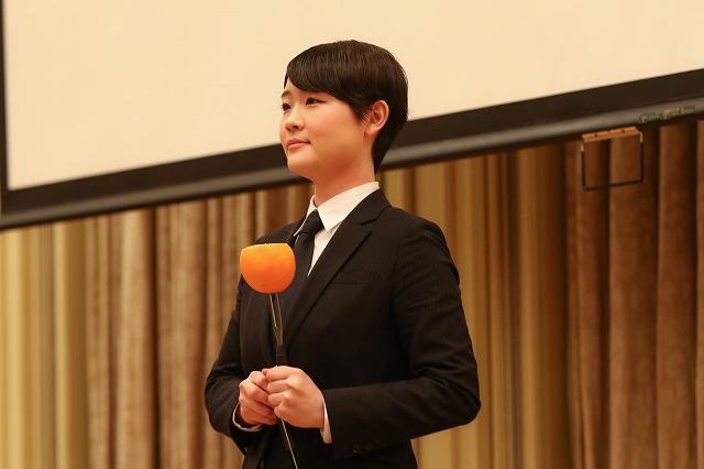 パフォーマンス披露/HRSサービスコンクール・ヤングプロフェッショナル部門で優勝した卒業生鈴木千佳さん