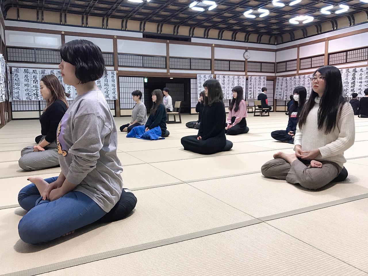 永平寺での座禅体験。卒業前に自分自身を見つめなおす良い機会となりました。