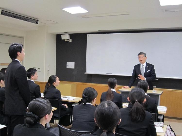 学生から、これからのホテル業界について質問もあり、ご経験を踏まえてお話ししていただきました