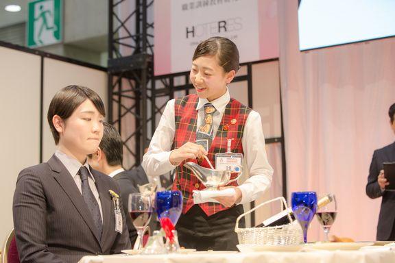 波田野葵さん 準決勝課題 鶏もも肉のデクパージュ