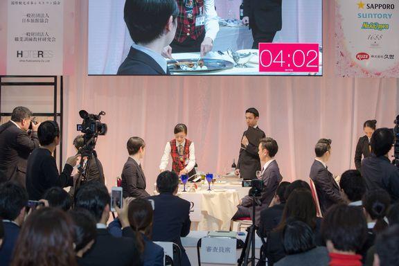 波田野葵さん  準決勝では審査員がお客様役となります