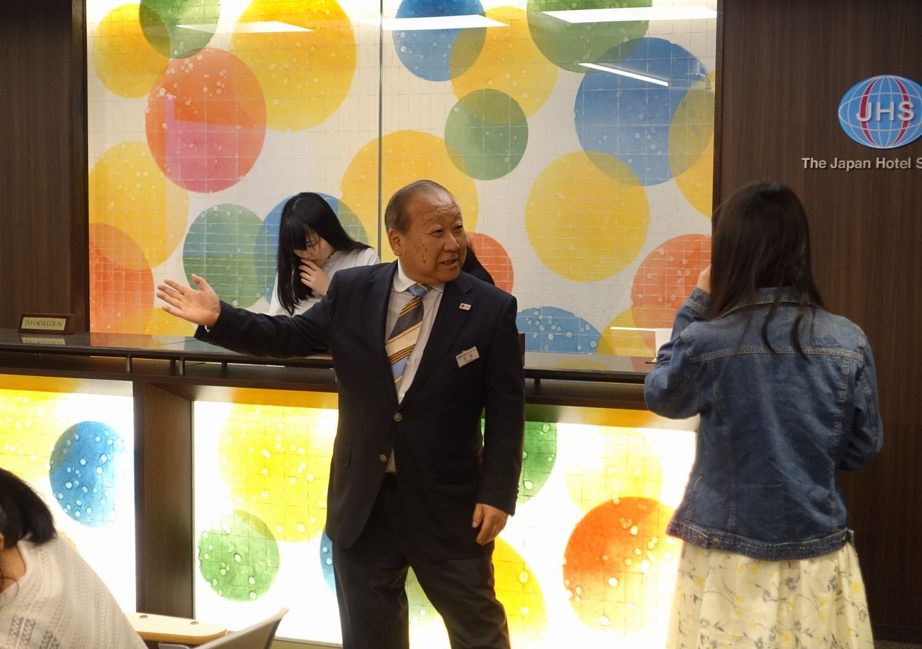 ★川辺先生が教える「フロント体験」★1日目:体験授業