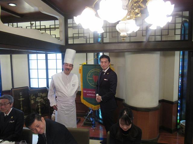 左:今平総料理長 右:畑山正治ソムリエクラブ会長(1994年度卒業)