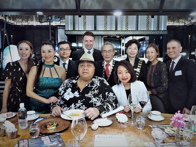 小錦バンドと各クラブ会長、韓国、タイからの来賓