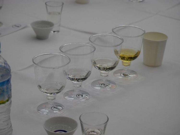 香り、味覚の違う4種類の日本酒の利き酒をしていただきました