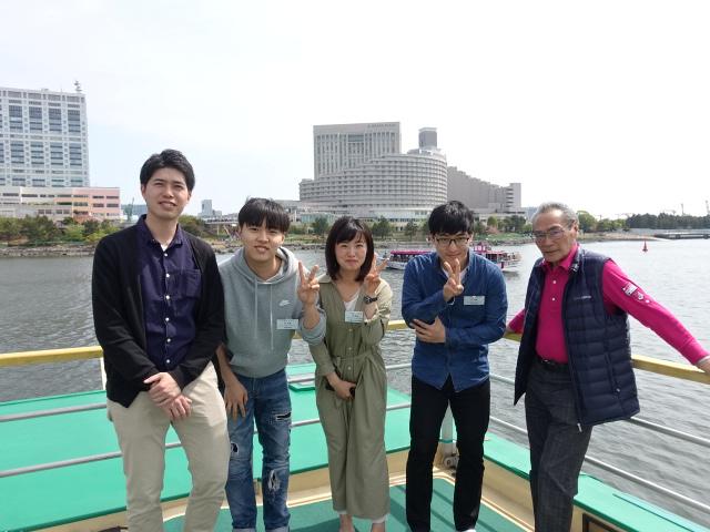 校長先生&担任の井上先生と一緒に記念撮影(昼間部ホテル科)