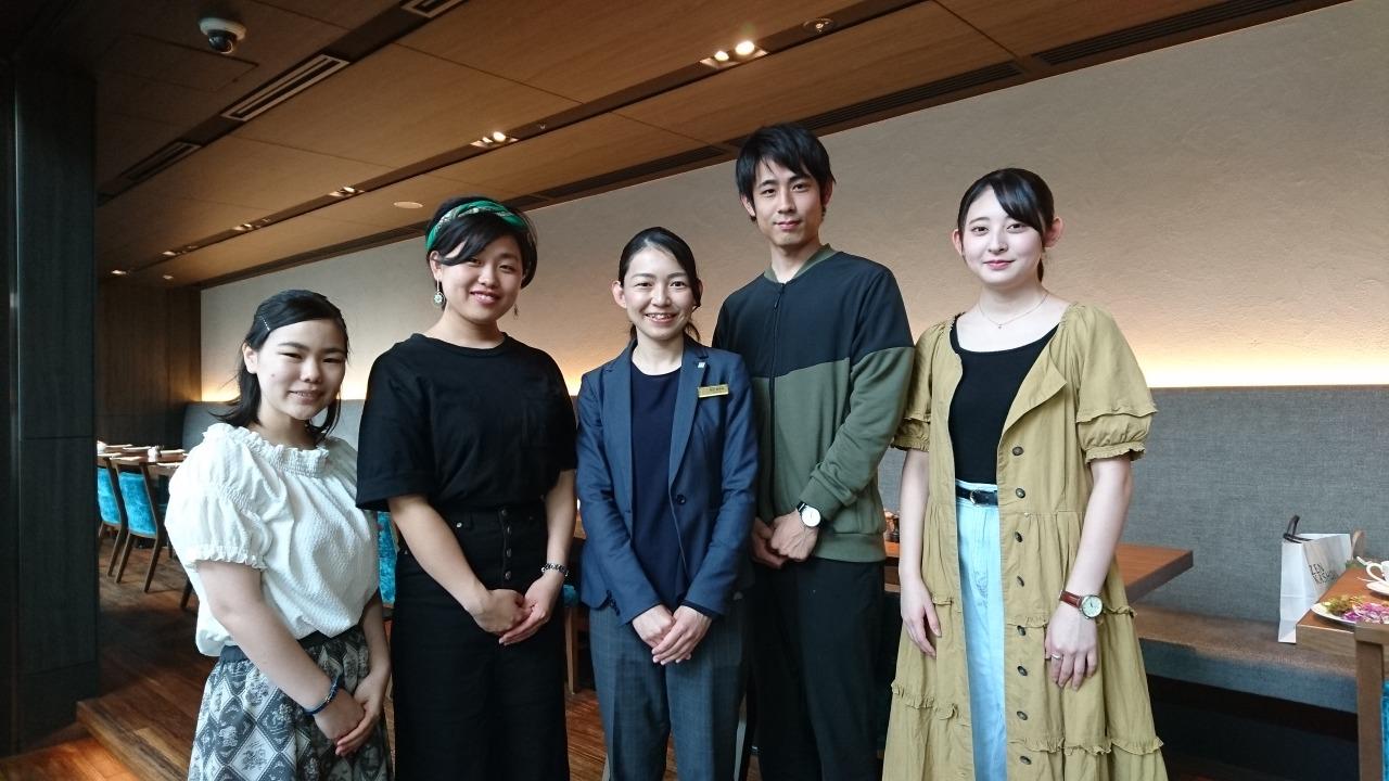 卒業生多田あゆみさん(2009年3月卒)と学生達!
