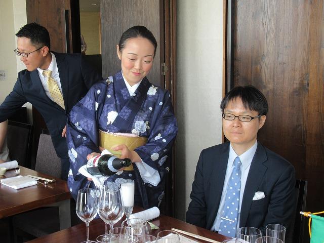 女将 三島さんの飲料サービス