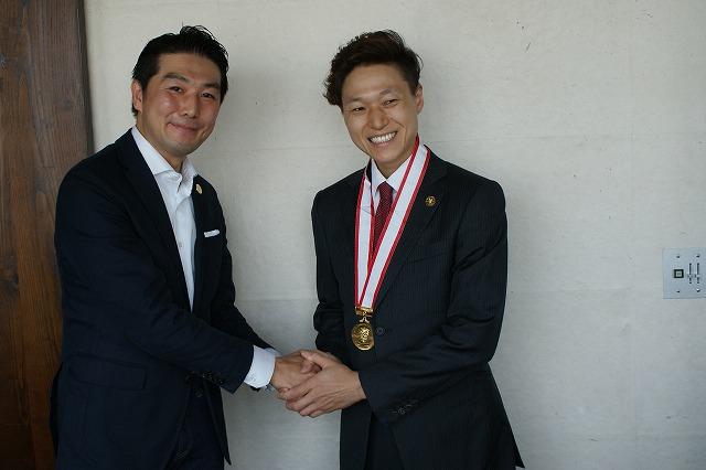 左:畑山ソムリエクラブ会長  右:金子さん