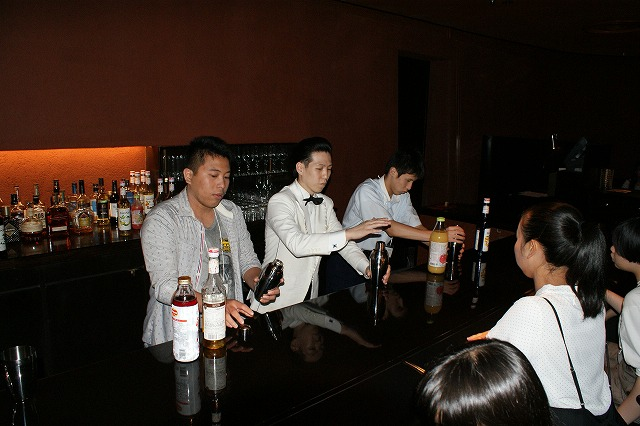 ホテルで仕事体験(3日目)~ホテル・バーテンダー編 バーでノンアルコールつくり