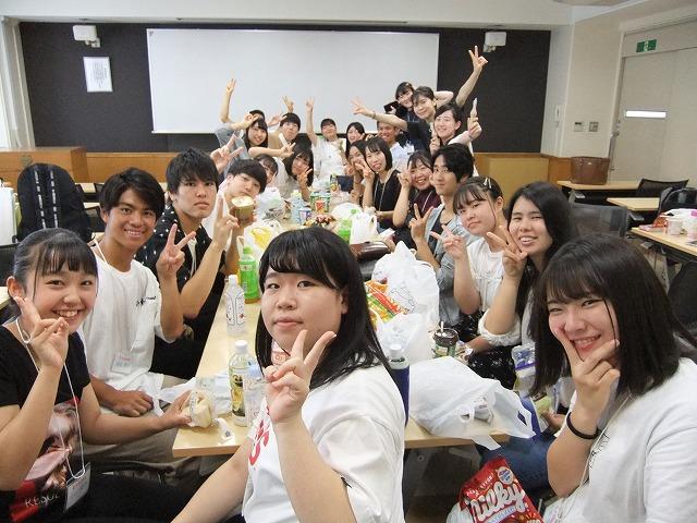 昼休みは各クラスで昼食を楽しみました♪