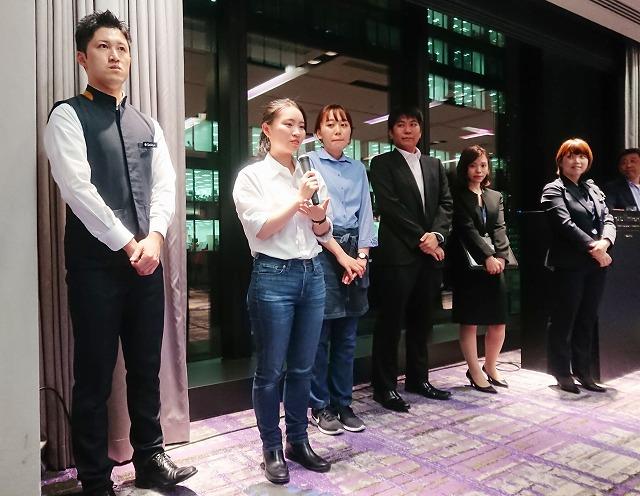 プルマン東京田町で活躍中の卒業生(左から、山内さん、羅さん、江澤さん、梶川さん、青木さん、清宮さん)